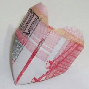 送禮送到「心」坎裡,不如送「鈔票戒指」最實際!