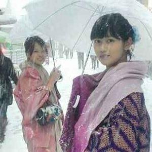日本京都大雪直擊2位野生和服美女